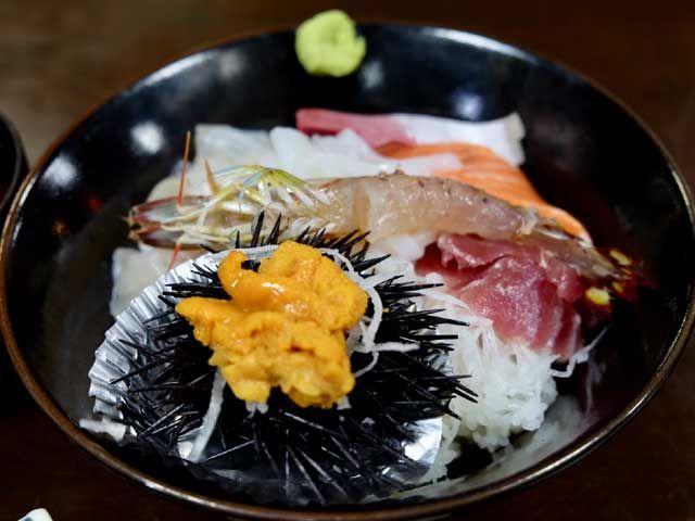 日本海の海の恵みが食をそそります♪
