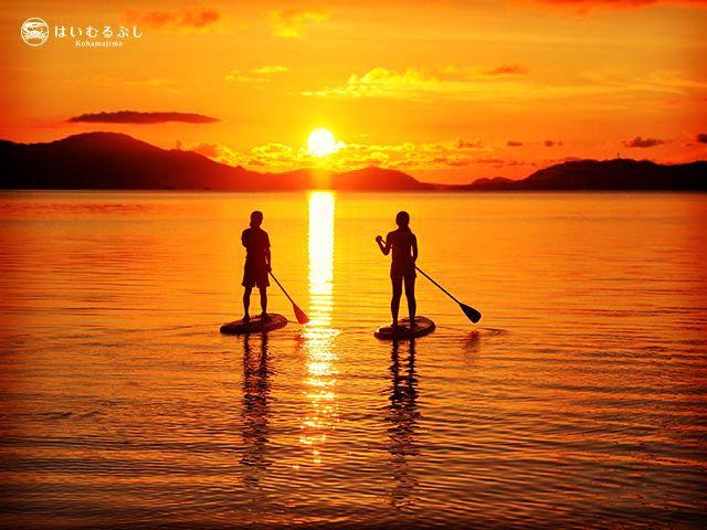1年中楽しめるマリンレジャー。夕陽を見ながらのビーチは最高です。