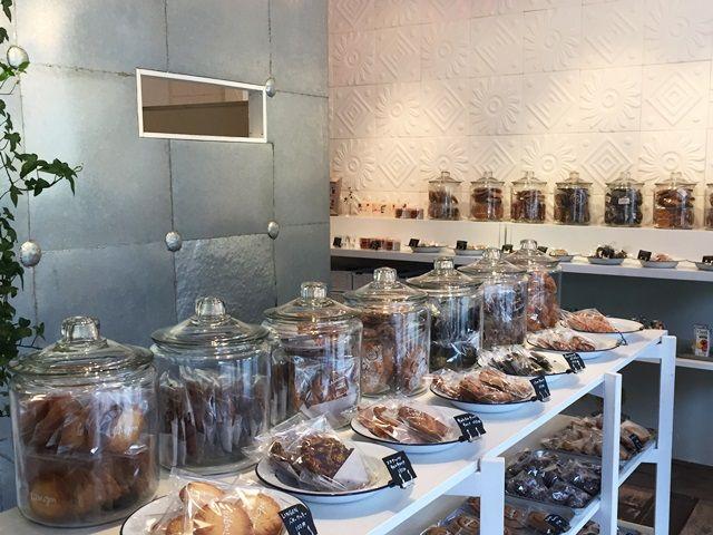 おしゃれなカフェや雑貨屋、お土産やの多い湯布院!休日を散策を楽しんでくださいね。