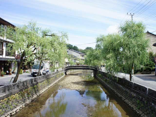昔ながらの街並みと風情ある温泉地です(^^)