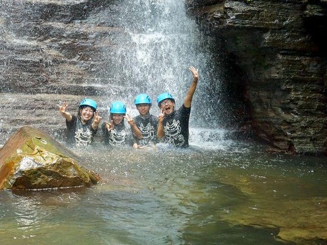 〔近くの観光地〕比地大滝♪トレッキングツアーなどで盛り上がる本島北部。