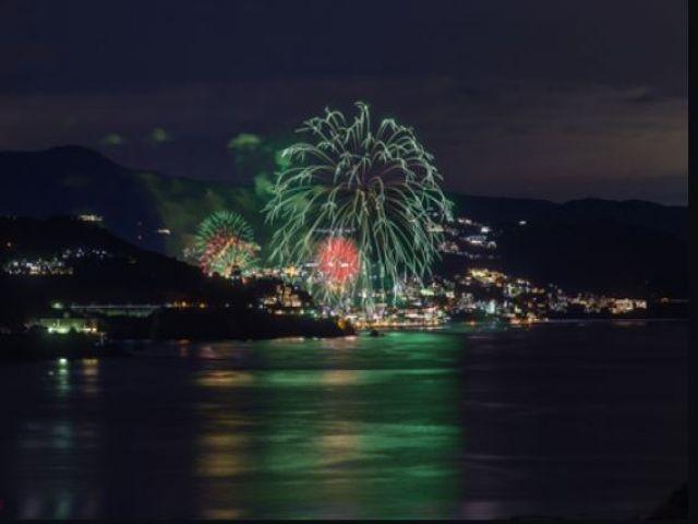 冬にも開催している熱海海上花火大会!ぜひ行ってみて下さいo(*^▽^*)o~♪