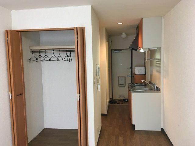 寮は1ルームのミニキッチン付☆写真には写っていないですがユニットバスも完備の綺麗な寮です。