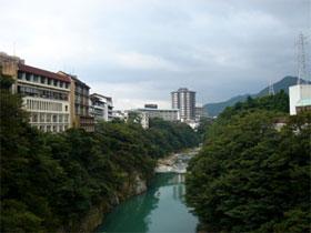 東京から2時間! 都心からのアクセス良好な鬼怒川は、 お休みの日に遊びに行くのもラクチン♪