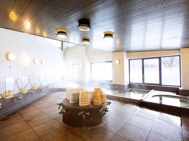 お風呂は館内の大浴場!足をのばしてゆっくりと堪能しましょう!