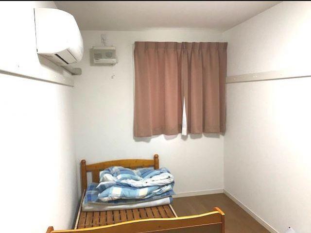 女子寮は新築!1階は個室、2階は相部屋です。