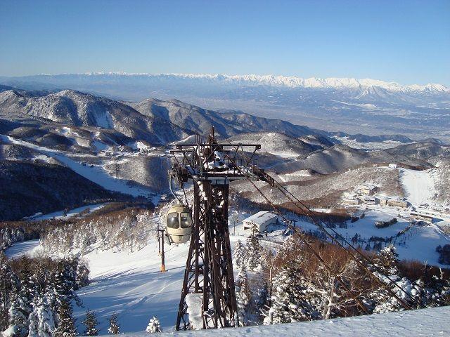 ゲレンデ山頂からの展望〜。志賀高原の景色は絶景です。