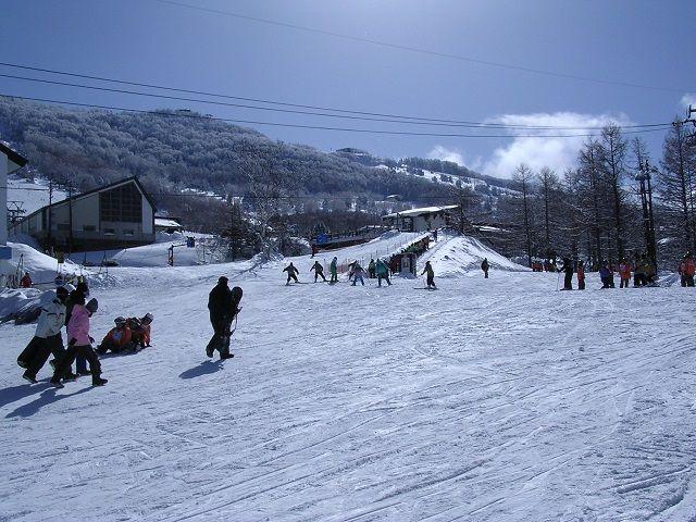 ゲレンデをめいいっぱい使ってスキーの実力をアップさせよう!!