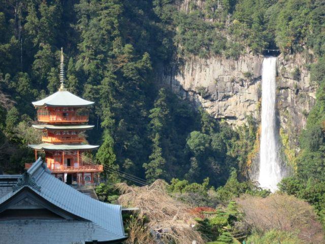 【周辺環境】那智の滝や熊野古道等の観光スポット、コンビニ、スーパー、商店街などが充実♪