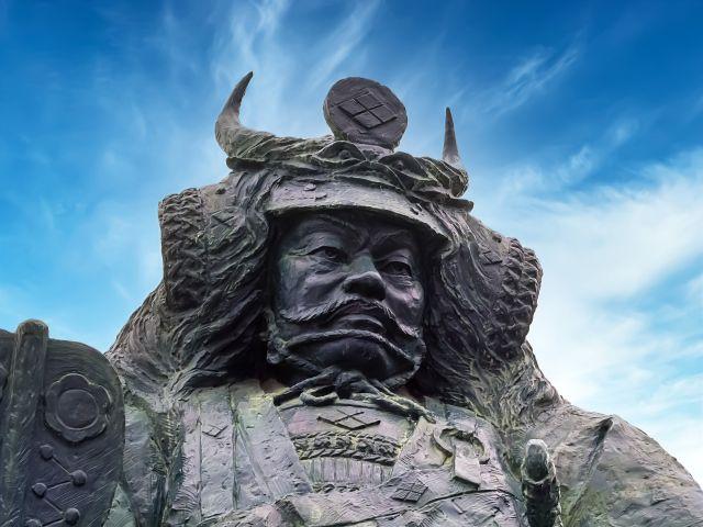 武田信玄像が出迎えてくれます
