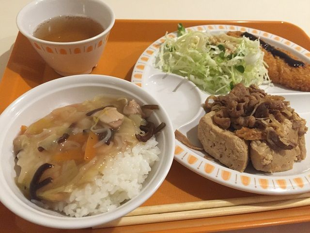 食堂からのまかないの例♪ご飯も美味しく食べれますよ〜!!