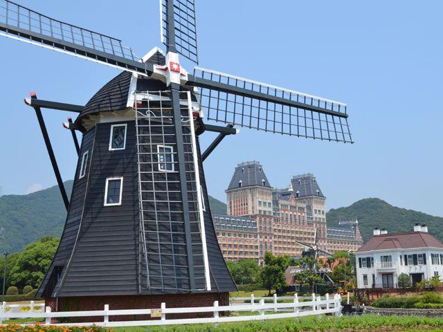 風車と運河とレンガ造りの建物!このアングル、最高です☆