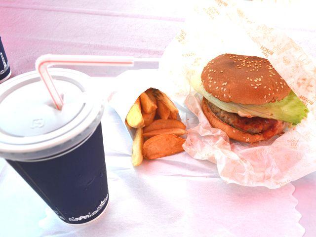 佐世保名物「佐世保バーガー」はオススメ!色々なお店が佐世保市内にはありますよ☆