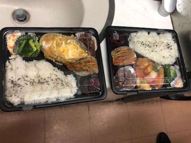 お食事はお弁当です★休憩スペースには電子レンジも備え付け有り('ω')
