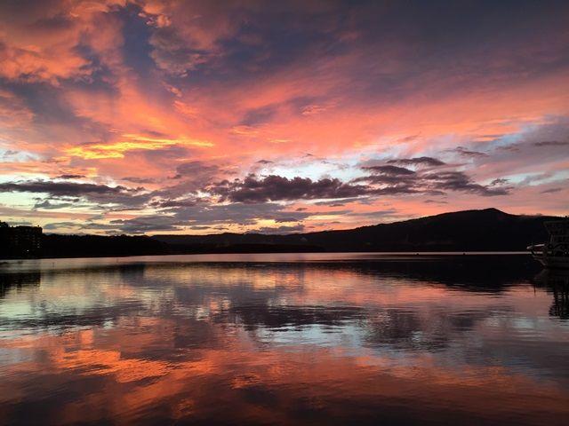 夕陽が映る阿寒湖は絶景☆