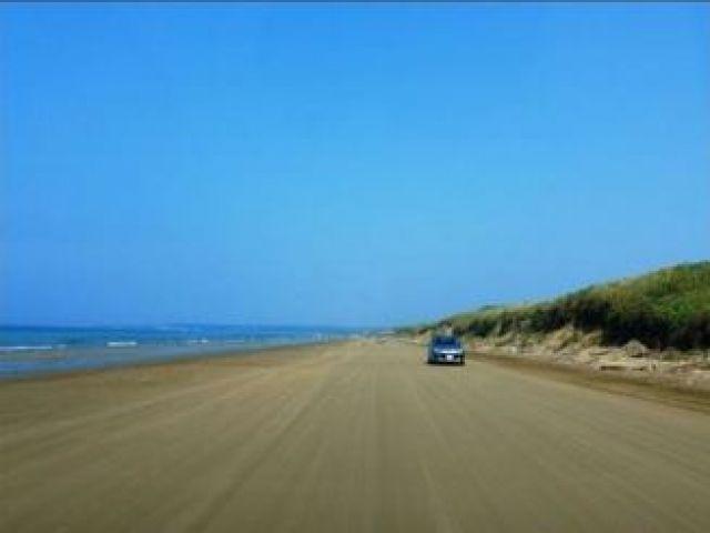 千里浜なぎさドライブウェイって知ってます!? 車で砂浜を走れちゃうんです☆