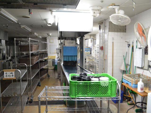 500人入るバイキング会場の洗い場担当です。さばくお皿の量は多いですが、人間関係GOOD!