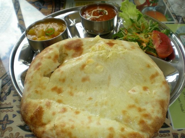 山と町が近いから生活便利!白馬にはネパール料理屋さんもあります♪