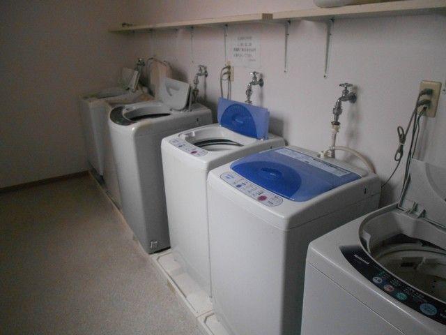 洗濯機は共有スペースで使用して頂きます。洗剤などはご持参ください♪