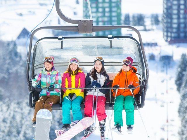 休日はスキー