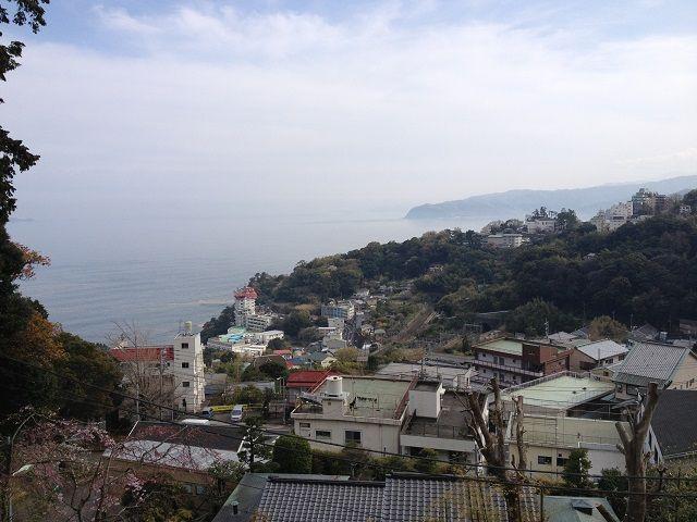 町の目の前に広がる海!海!四季を感じられる町なんです。まだまだ楽しみ盛り沢山の熱海です。
