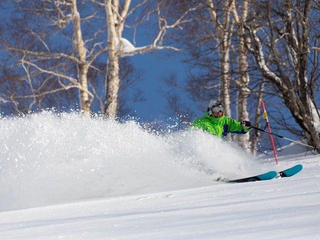 もちろんリフト券付き、新雪を滑り放題!!ニセコ三昧♪