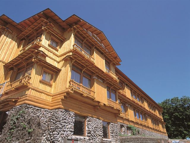 秋田杉を使った建物は、国の登録有形文化財に指定されています。