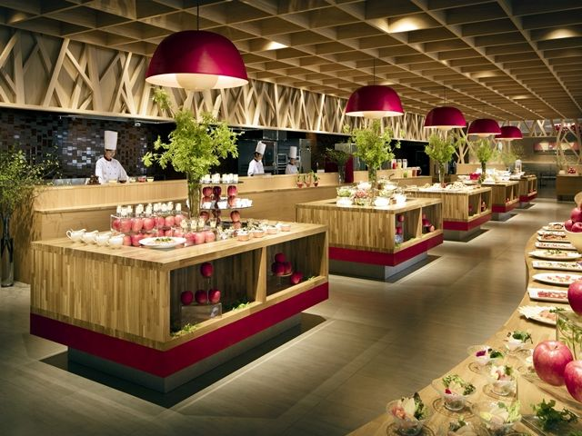 青森りんごの魅力がたっぷりつまった個性的なレストラン会場です。スタッフさんのメイン職場です