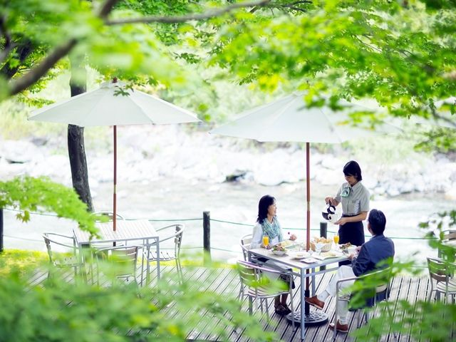 春から秋にかけては渓流沿いのテラスで朝食提供などもあります。マイナスイオンたっぷりです☆