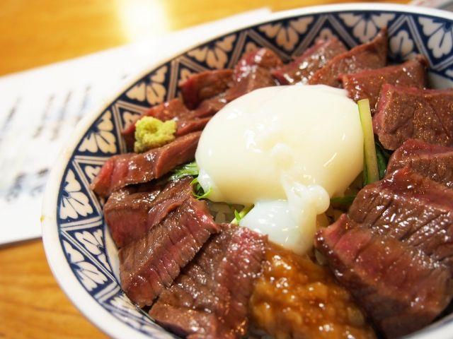 阿蘇名物の「赤牛丼」☆行列ができますが、是非一度は味わっていただきたい味です☆