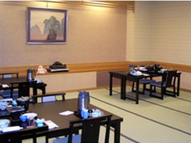 お食事は和テーブルとイススタイルです♪