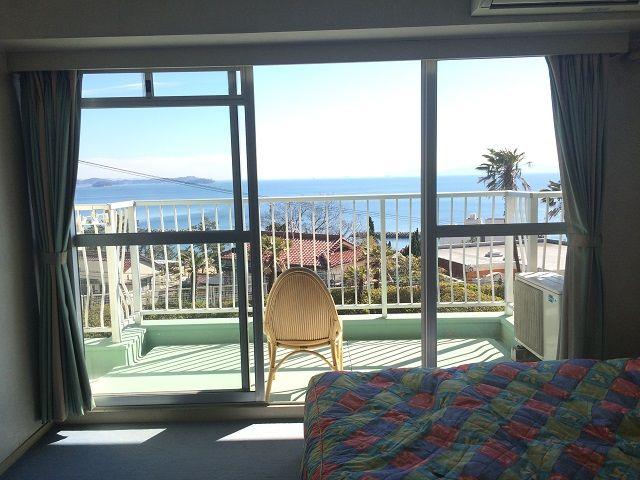 寮はホテルの客室!! 目の前が海なので絶景ですよ!!
