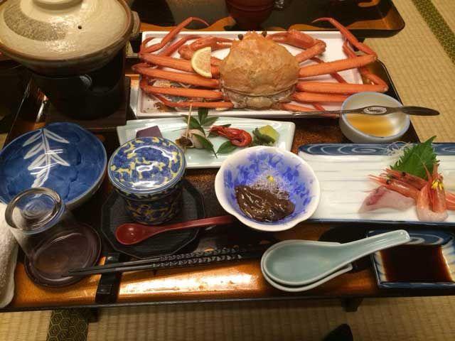 ◆おいしいカニ、海鮮料理満載