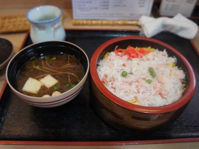 美味しい物を食べたい方は必見です!!カニちらしは絶品料理ですよ〜(^3^)/