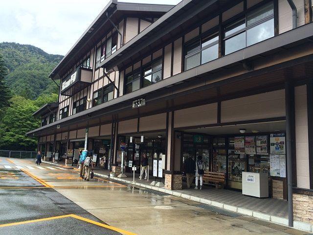 奥飛騨温泉郷の玄関口です♪ ここからは高山、松本、北陸などへもバスが出ております!