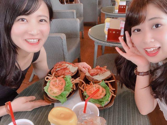 飲食街にはオシャレなカフェも!! 仲間と一緒に写真映え狙っちゃおう!!