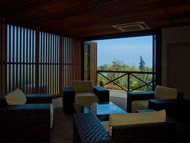 リゾート感満載の旅館さんのロビー☆和モダンな洗練された印象です!