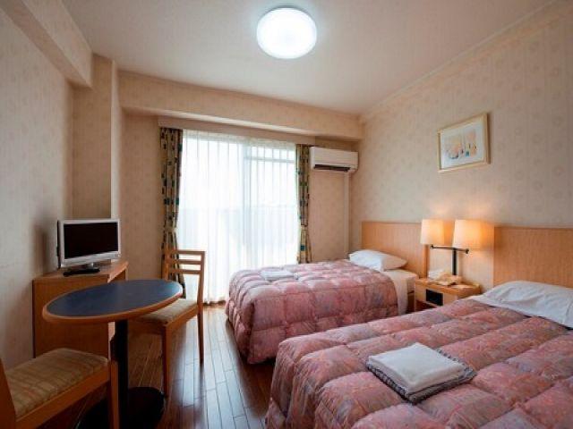 寮は今年までビジネスホテルで営業していたお部屋です☆ベッドは一つですが綺麗です☆
