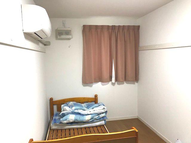 女子寮は昨年12月にできたばっかりの新築!1階は個室、2階は相部屋です。