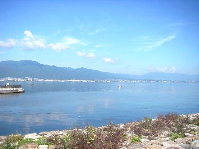 目の前に広がる琵琶湖を眺めてボーッとするのも良いですね♪