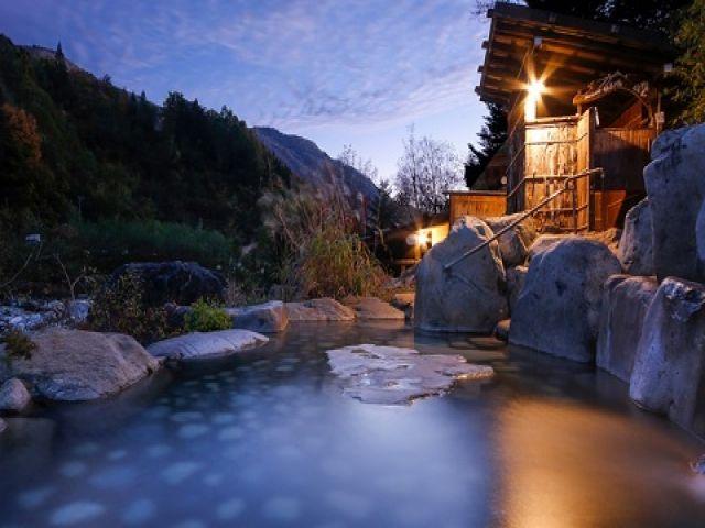 社長が温泉作りの天才です☆色んな種類のお風呂や自然に囲まれた中で四季を楽しめます!!