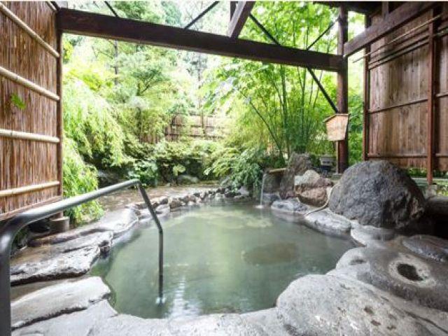 「美人の湯」とも呼ばれている自慢の温泉に入って肌をツルツルにしましょう!!
