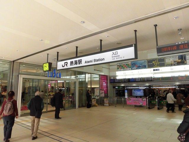 熱海駅 駅前は1年中賑わう観光地。ベストセラー「火花」にも登場する有名観光地です