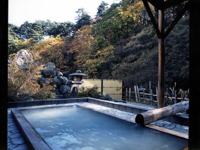 標高750mに湧く乳白色の温泉