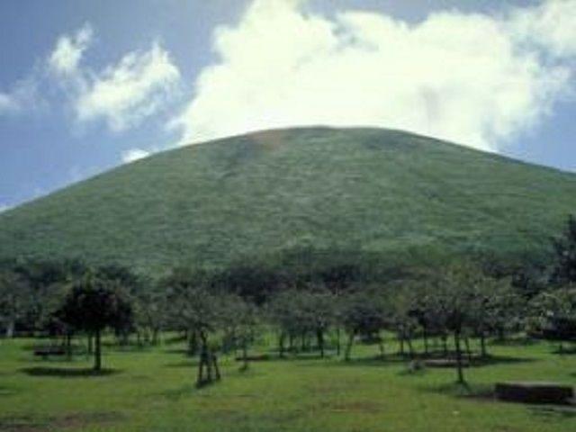 大室山の写真です。一度行ってみると絶景に感動しますよ!