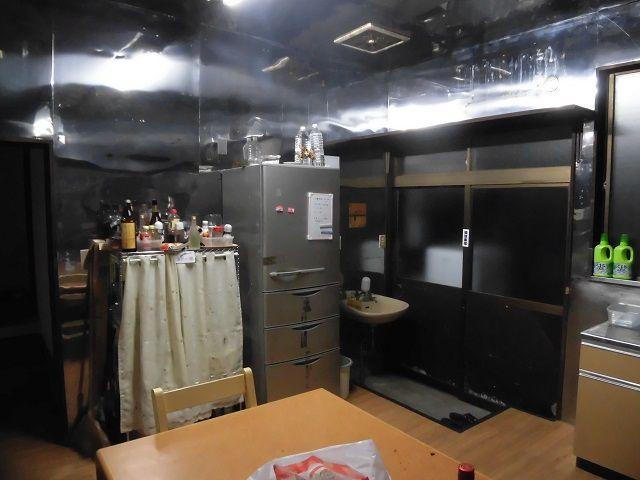 寮はもともと蕎麦屋だったところなので、共同のキッチンは広いです!(^^)!