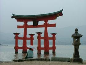 世界遺産・厳島神社近くの職場です!