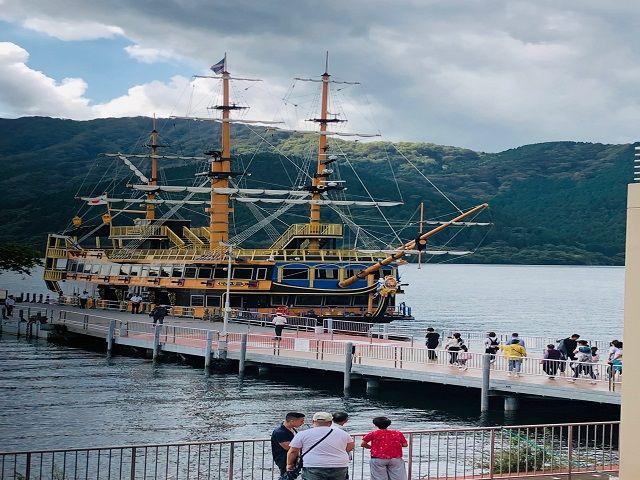 休日には芦ノ湖の海賊船に乗るのもオススメですよ〜(>0<)/