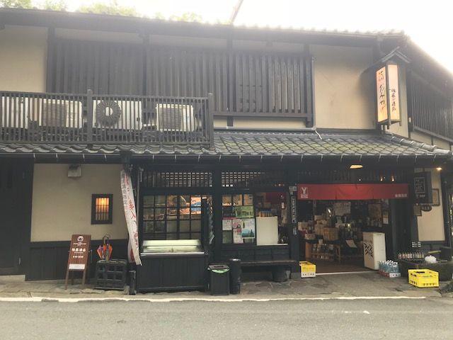 黒川温泉の商店です。品揃えは問題ございません。
