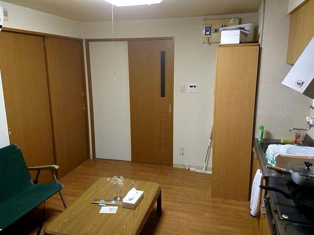各お部屋には、鍵もついておりますので安心です。各お部屋内でキッチンもあるので自炊もできます